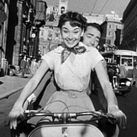 270px-Audrey_Hepburn_and_Gregory_Peck_on_Vespa_in_Roman_Holiday_trailer